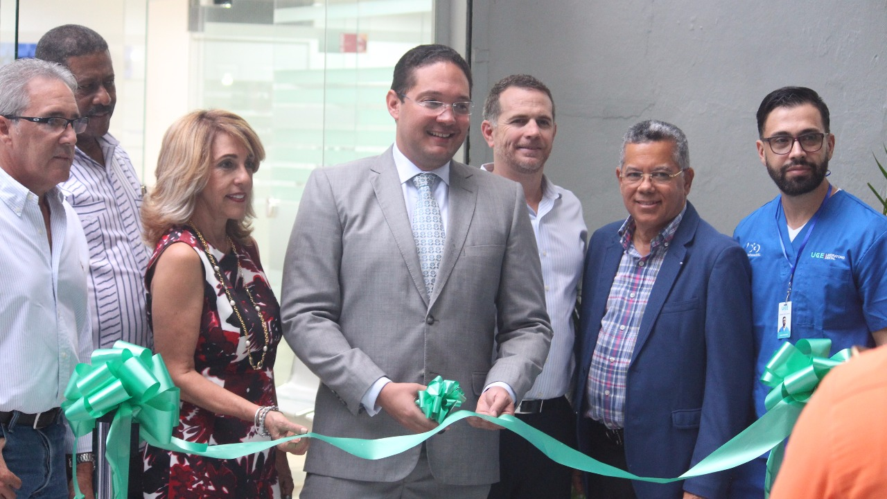 UCE INAUGURA MODERNO LABORATORIO DENTAL